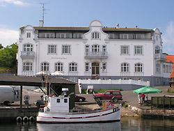 Hotel - Pension bei Hotel Sandvig Havn   Hotel Sandvig Havn ligger direkte beliggende ved Sandvig Havn. Hotellet har v